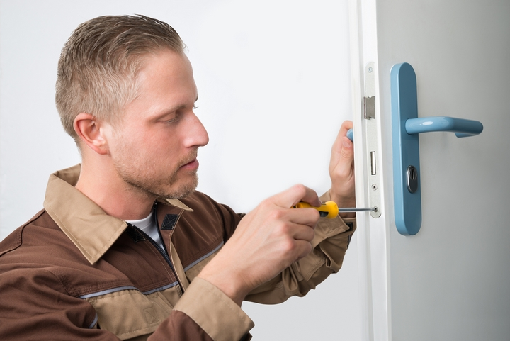 6 Benefits of Hiring Professional Locksmith Services | Oh No Zone